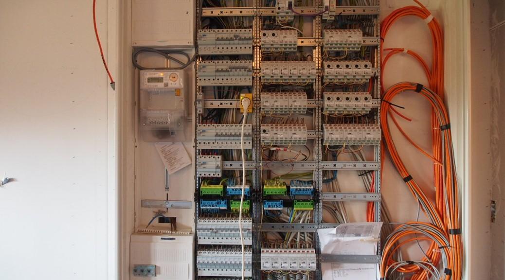 Elektrik   Pia und Julian bauen mit Suckfüll ein Energiesparhaus
